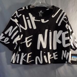 Nike Tee athletic cut crop top